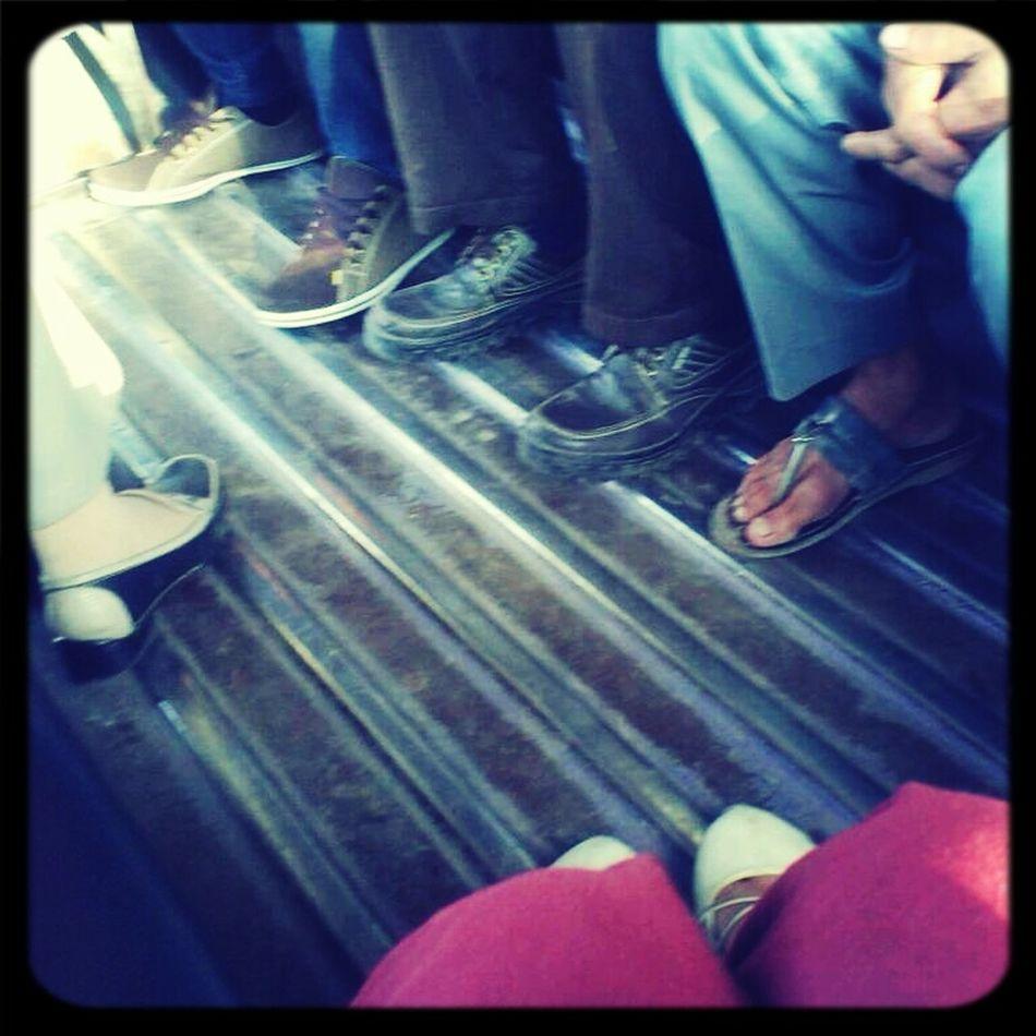 kaki kaki penjemput pagi Angkot
