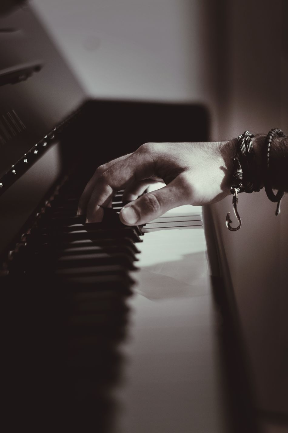 Piano Moments Human Hand Indoors  Close-up One Person Real People PianoSinfony Melodie Hook EyeEmNewHere