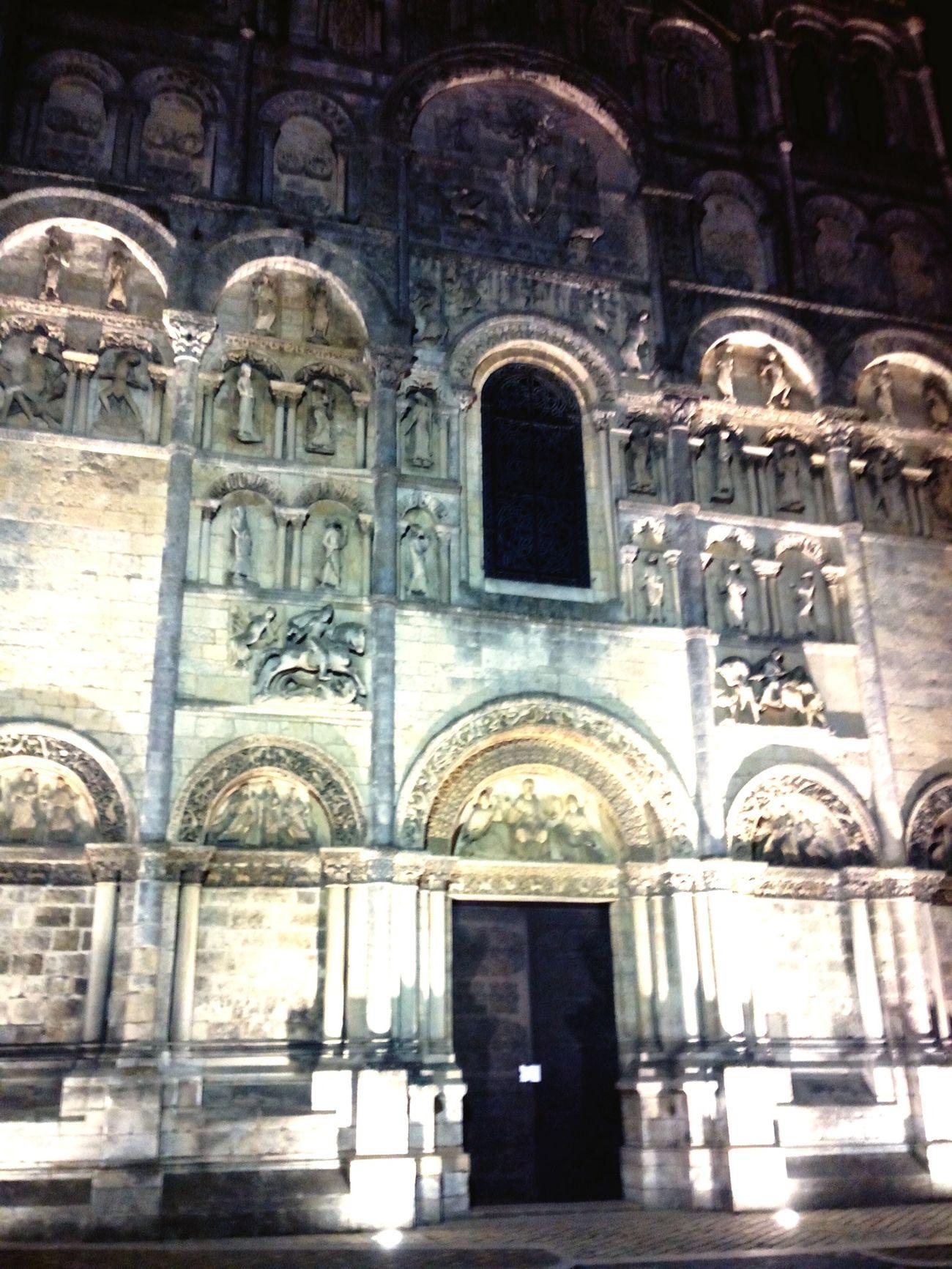 Cathédrale d'Angoulême. Edifice Art Roman Nuit Sculpture Relogious
