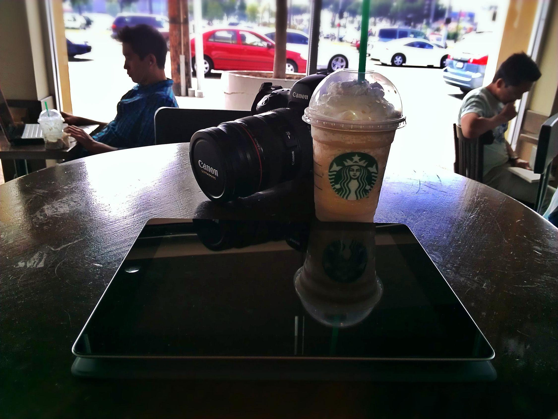 Start up Canon Coffee Shop Ipad Canon 5d