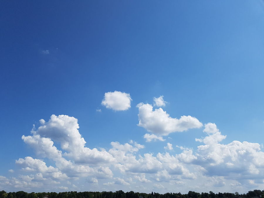Nature Cloud - Sky Blue Sky Sunny Day Outdoors Beauty In Nature Summer Spirituality Beauty No People Flying Horizont  Wolken Wolkenmeer Wolkenbilder Wolkenhimmel Wolken Und Himmel Nofiltre Nofilters Naturebeautiful Amazing Nofiltersneeded Pattern Tranquility Niederneuendorf