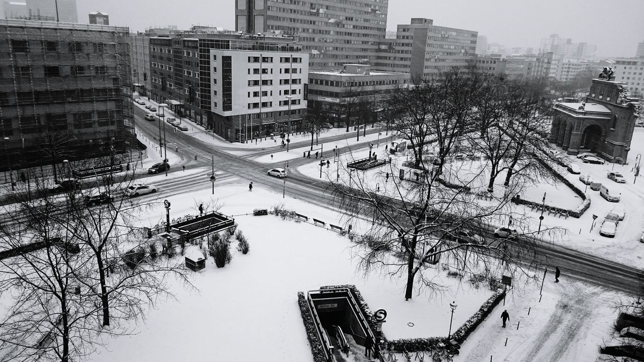 Same procedure as every day It's Cold Outside Berliner Ansichten My Fuckin Berlin Blackandwhite Black & White Black And White Bw_collection Eye4photography  Streetphotography Tracks Junction Cold Temperature Snow First Snow Wintertime Winter View From Above Enjoying The View