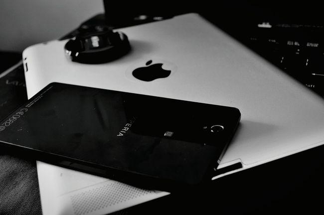 On the go Gadgets Gadgetgrapher Gadgetlicious GadgetPhotography Gadgetfreak Black And White