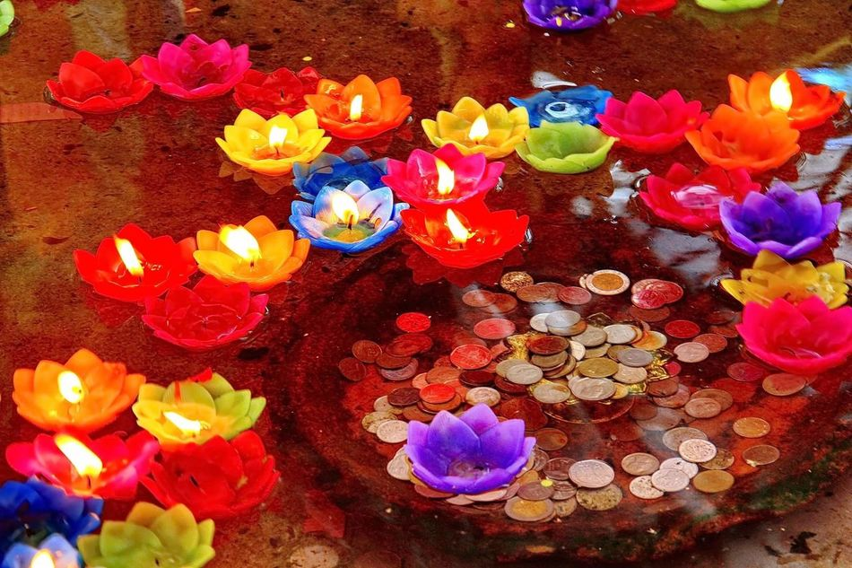 Flower candle is floating and money under water Candle Flower Candle Light Lighting Business Religion Charity Fashion Vintage Interior Dedign Art Wallpaper Background Water Money Rich Temple Place Pool Comfortable Comfort Culture Localization Festival