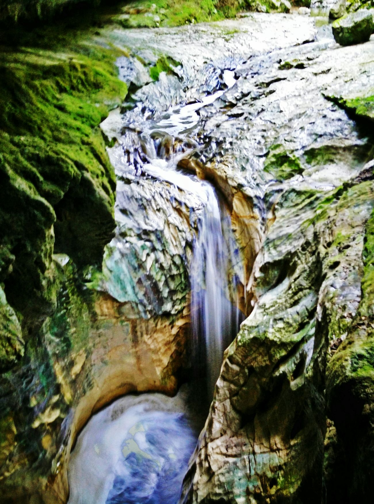 Alviela Nature Waterfall Cave