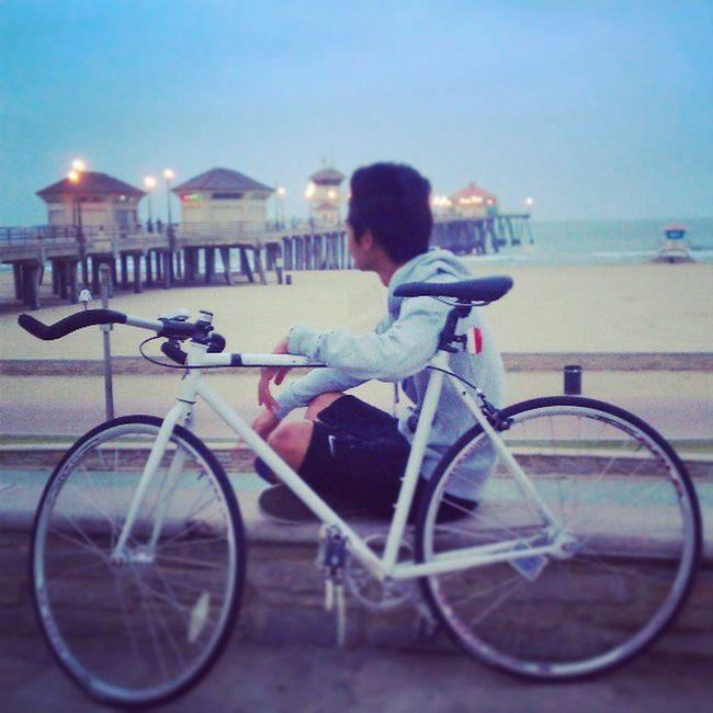 Early Morning bike ride to the beach. #fixedgear #lealpha #huntingtonbeach #bikeOC #4am #bike #adventure #instadaily #instafixie #Sunday #morning Morning Bike Sunday Adventure 4am Fixedgear Instadaily Huntingtonbeach Lealpha Bikeoc Instafixie