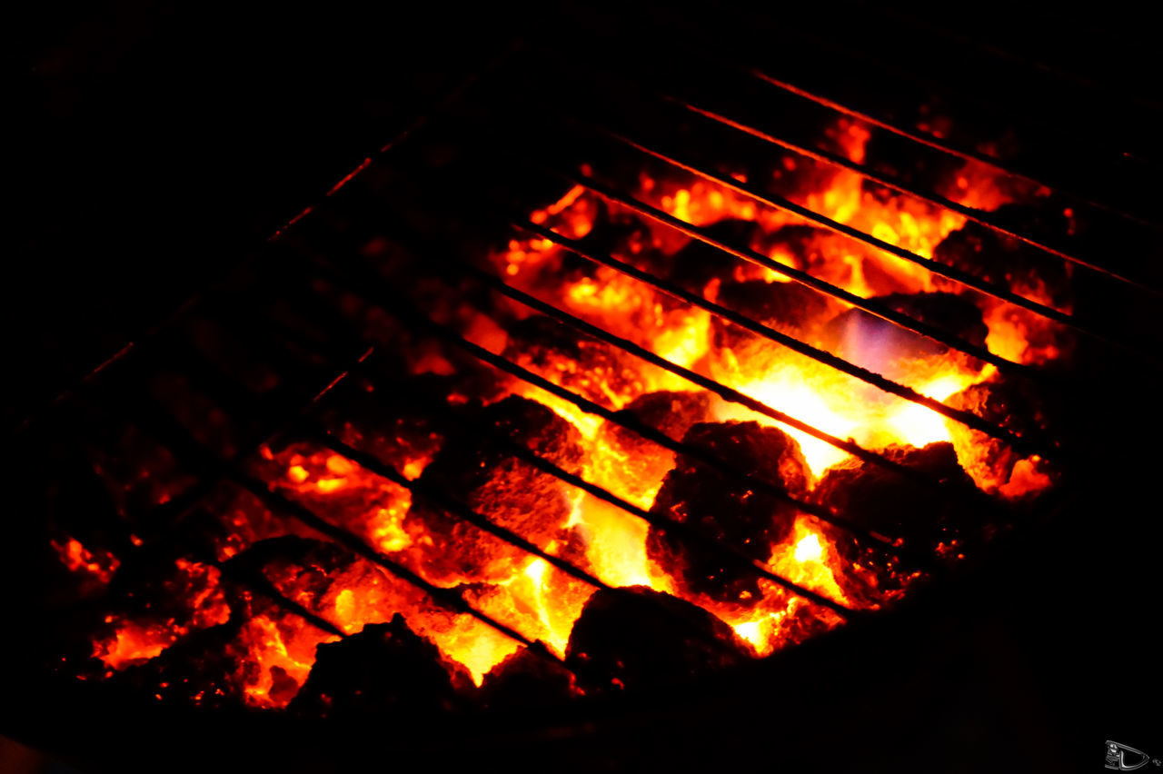 warming BBQ BBQ Bonfire Burning Campfire Charcoal Close-up EyeEm Best Edits EyeEm Best Shots Glow Grill Grilling Sparks Sparks Fly Vibrant Color