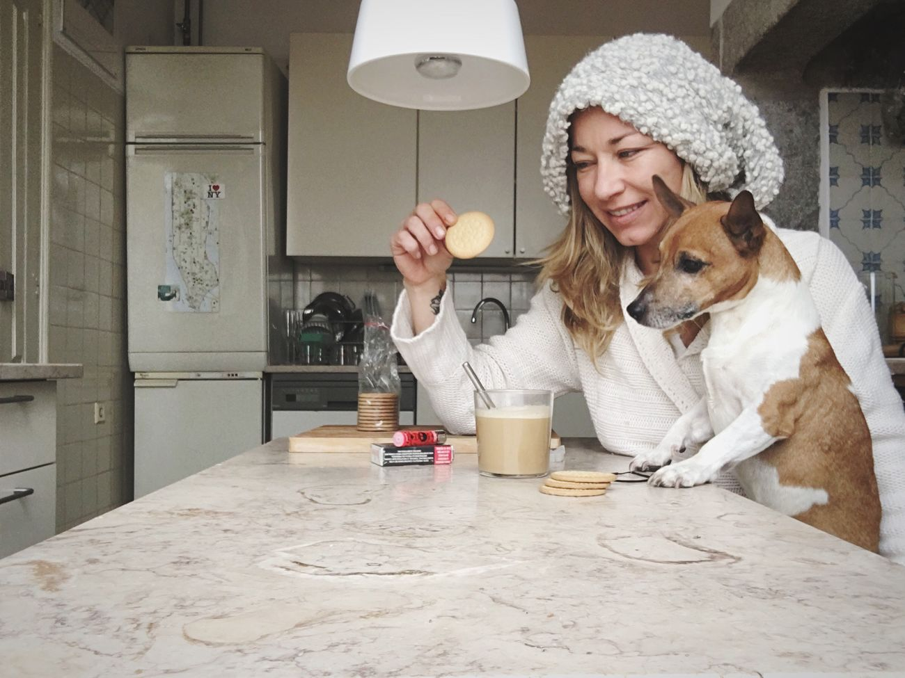 Buenos dias!❤🍪🐶🤗 Mydogsarecoolerthanyourkids Good Morning Breakfast Friends Indoors  Portugal Bestfriend Natural Beauty Natural Light Portrait Having Fun Having A Good Time Family Traveling Winter Travel People Photography Love Lifestyles Lisbon Nature Photography Natural Light Coffee Bestoftheday