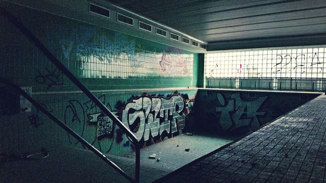 Hanging Out Taking Photos Decay Demolished Abandoned_junkies Abandoned Buildings Urbanphotography Abandoned House Demolishing Decaying Building Urban Decay Photographic Memory Urbexphotography Urbex Abandoned Places Urbexexplorer Abandoned Swimming Pool Abandoned Mansion Taking Photos Enjoying Life