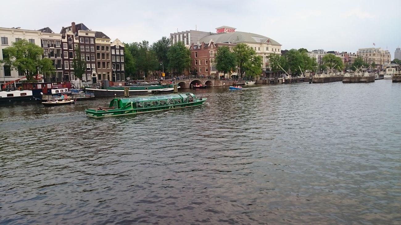 Una Vista del Rio desde un Puente en Amsterdam en Holanda