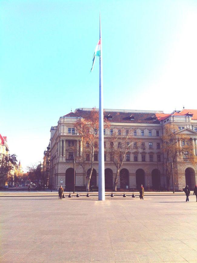 Hungarian guardsmen 💂 BP Kossuth Square Budapest Flag Hungarian Flag National Flag Tram Szia Sziasztok Hello World