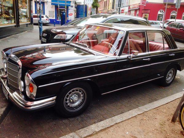 Oldtimer Oldtimers Statement Gentlemen Vintage Cars Classic Cars Mercedes Blackandred Eye4photography  Hello World Light Out Black Car Red Interiors Red Interior Car Cars Parking Parked Parked Cars