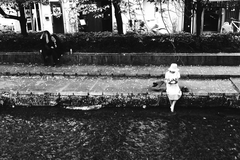 JAPAN. Kyoto. 04/2015 Streetphotography Street Photography Street Streetphoto_bw Black And White Japan Kyoto Smartphonephotography Thewanderingcatphotography