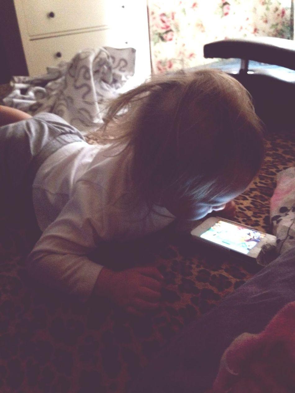 My little girl Loves Play Mom's Phone