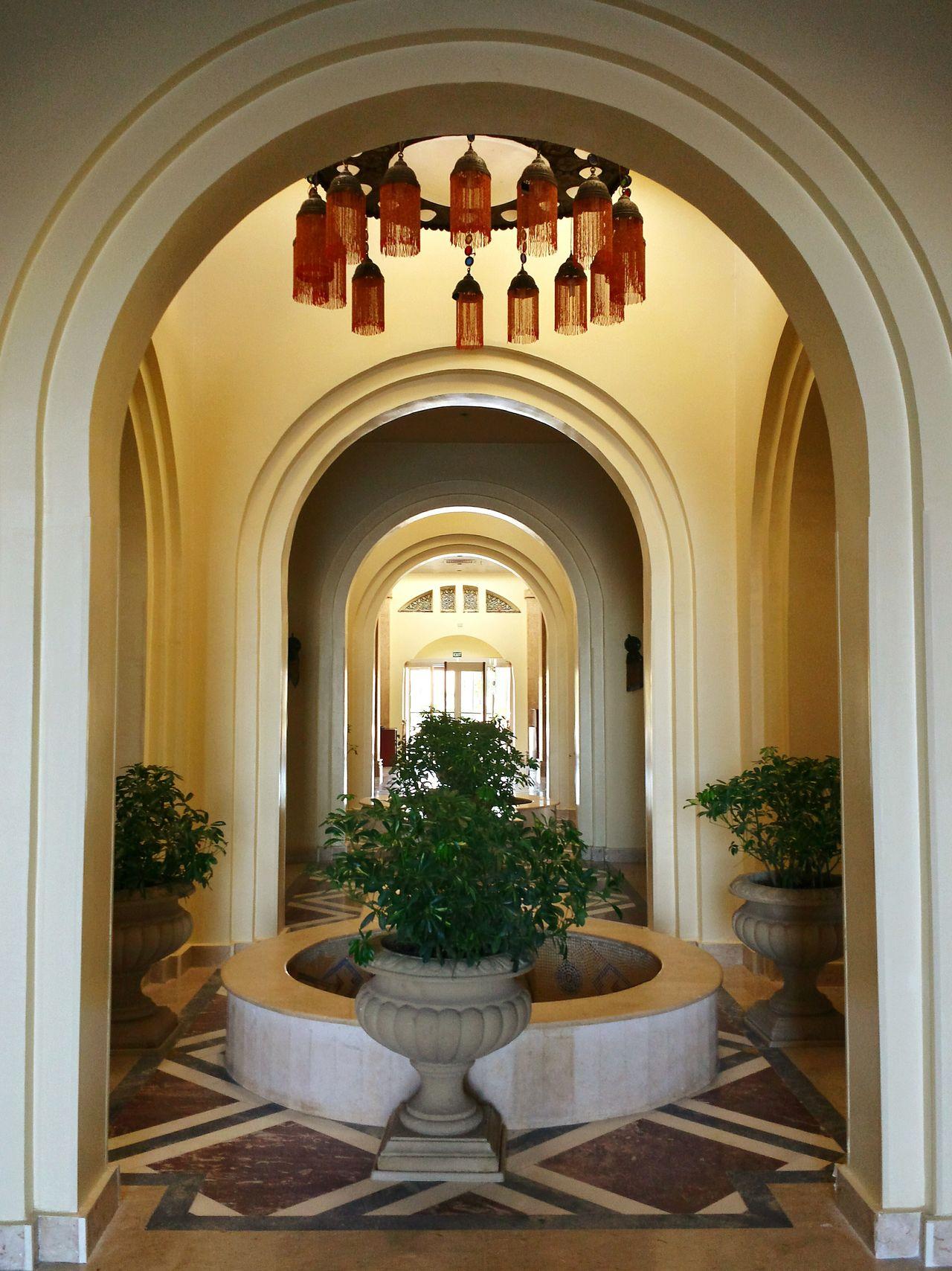 Ladyphotographerofthemonth Showcase: January Entrance Hall Hotel Lobby Baldachin Brunnen Zimmerpflanze Säulen Kronleuchter Bogen Arches Interior Views