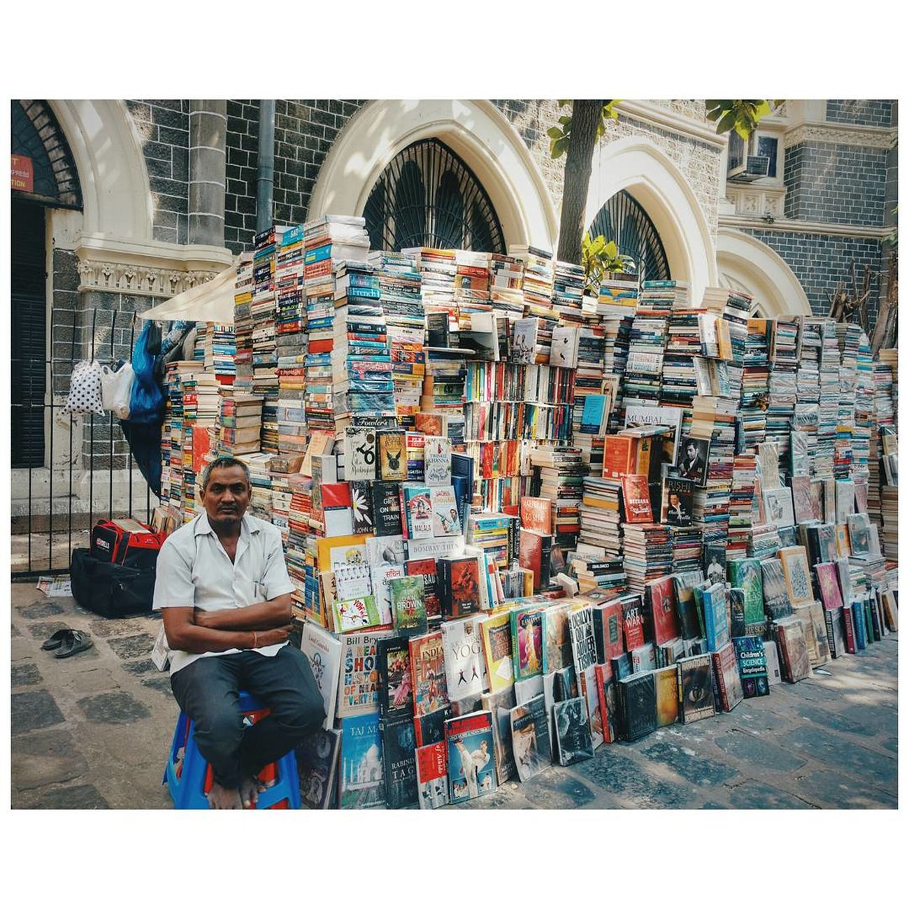 Architecture Day Books Bookshop Bookstagram Booksale Bookstores Bookworm Mumbai Mumbaimerijaan Mumbai_uncensored Adults Only Only Men Men Full Length Adult One Man Only People One Person Indoors
