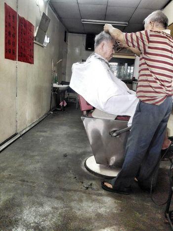 Casual Clothing Indoors  Two People Old-fashioned Haircut EyeEm EyeEm Gallery Salon EyeEm Best Edits The Week On EyeEm EyeEmNewHere EyeEmBestPics Oldshops Real People