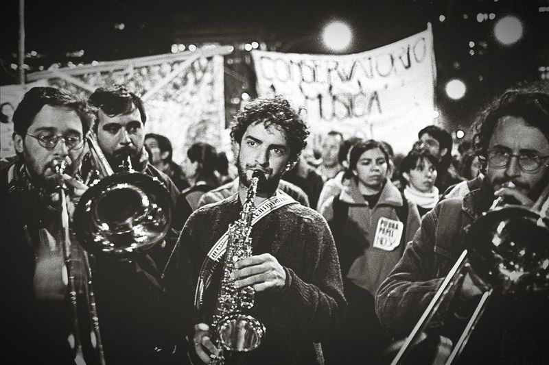 struggling youngs, students occupy the streets against the private university, they won TwentySomething Untold Stories 35mm Film Sudakas Monochrome Black & White Urbanphotography Citylife Streetphotography en La Plata Argentina
