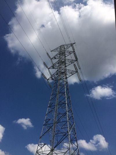 ずっとこんな青空続いて欲しいなぁ〜♪ 空 電線 青空 雲 鉄塔