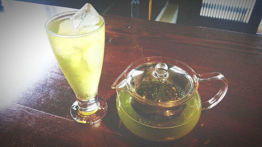 いっぷくの時間です。ゆっくり水出しし、自宅でではありますが、美味しそうに冷茶が入りました。爽やかな五月の風を感じながら。 Drink Drinking Glass いっぷく 自宅にて 富士市 五月 冷茶 水出し お茶 Greeen Tea 緑茶 Hello World 日本 日本茶 Japan