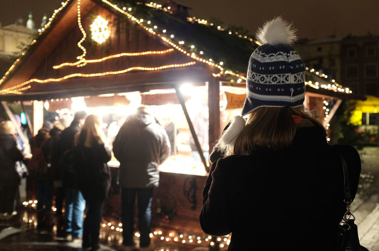 Waiting in line at a food stall at a Christmas market Christmas Christmas Market Fast Food Food Vendor Queue Queueing Waiting Waiting In Line Winter Wintertime Bobble Hat  Crowd Enjoyment Fast Food Vendor Focus On Foreground Illuminated Large Group Of People Lifestyles Market Stall Night Outdoors Real People Rear View Togetherness Winter Hat
