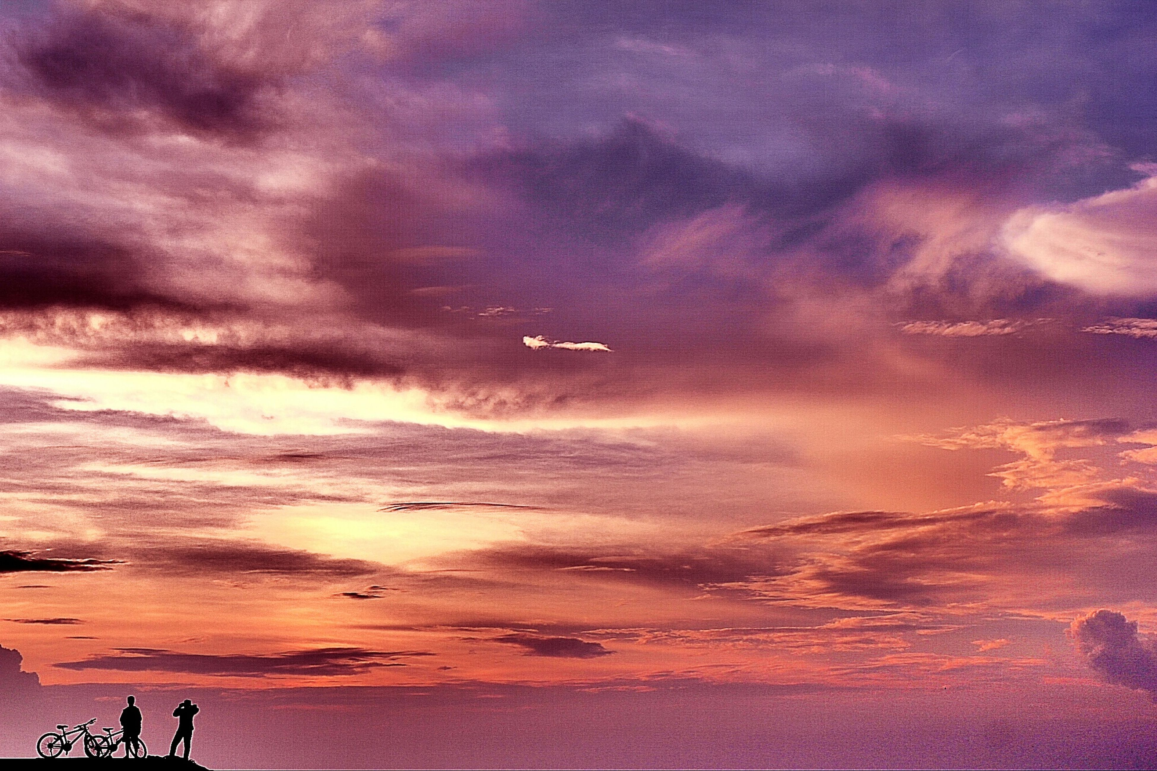 sky, cloud - sky, sunset, sea, cloudy, scenics, beauty in nature, dramatic sky, horizon over water, tranquil scene, weather, silhouette, tranquility, beach, nature, dusk, cloud, water, idyllic, storm cloud