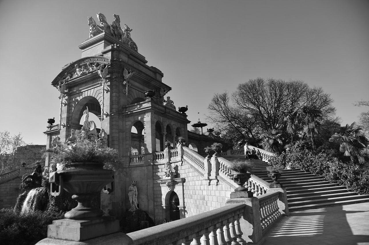 Parc de la Ciutadella fountain Architecture Barcelona Black And White Catalunya Parc De La Ciutadella Park Romance Shadow Spain♥ First Eyeem Photo