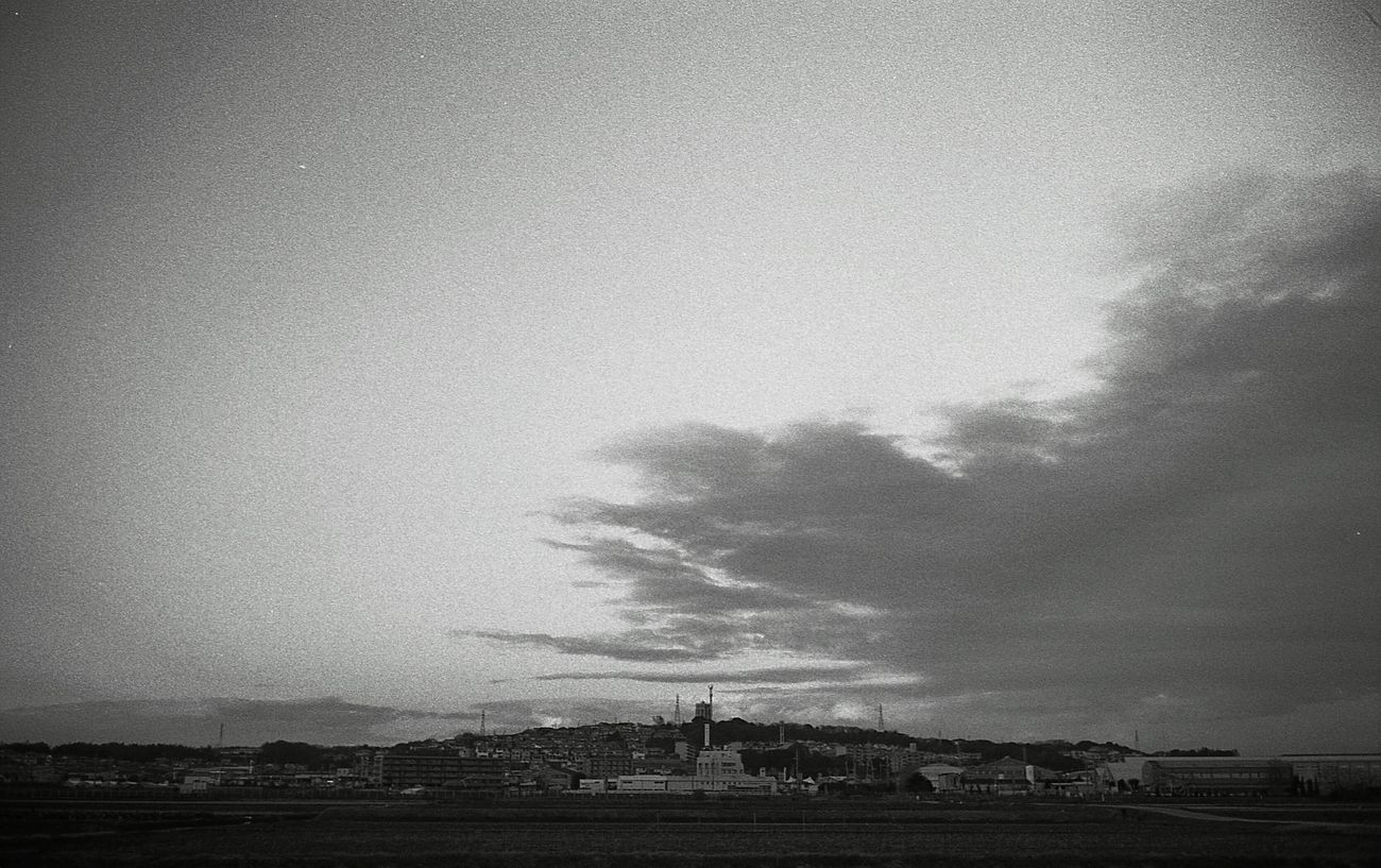 Nature Sky Beauty In Nature Snap Bnw Black & White Monochrome Film Black And White Photography Filmcamera Blackandwhite Photography Snapshots Of Life Life Black And White Film Photography Leica Black And White Day