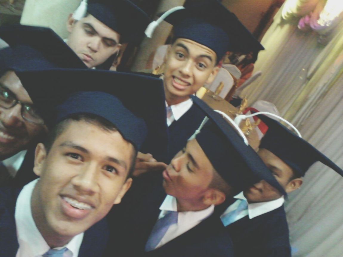 "Graduacion2014 .""but firth. let me take a selfie"""