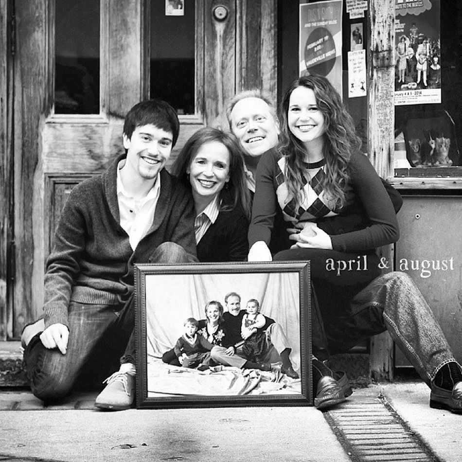 Love a fun family willing to recreate an old photo! Downtowndesmoines Photo Ilovedsm Waukee photoflashback throwback