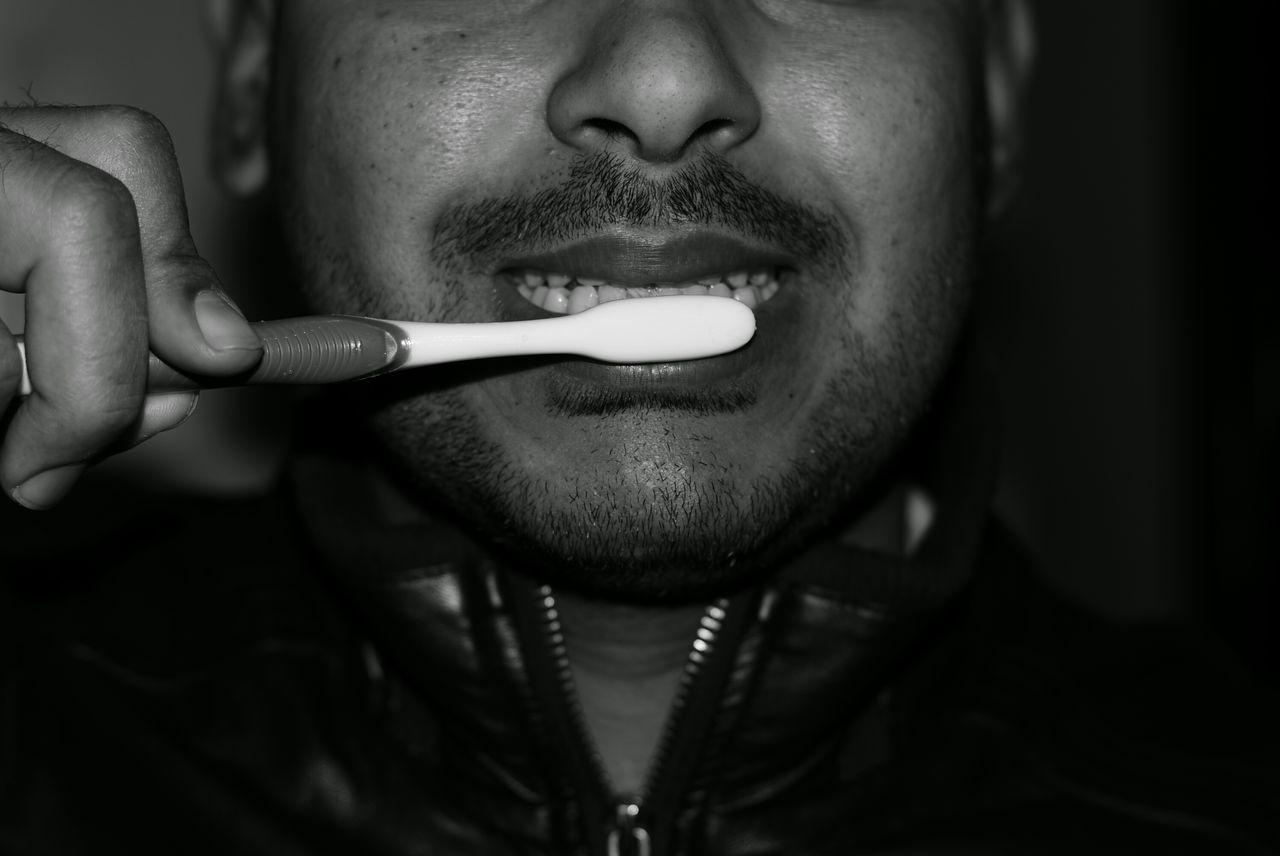 Brush my teeth brush my teeth Carpe Diem Bnw Bnw_friday_eyeemchallenge Blackandwhite All The Neon Lights Showcase: January Black And White Popular Photos Eye4photography  People EyeEm Best Shots Brushing Brushing My Teeth Toothbrush The Portraitist - 2016 EyeEm Awards