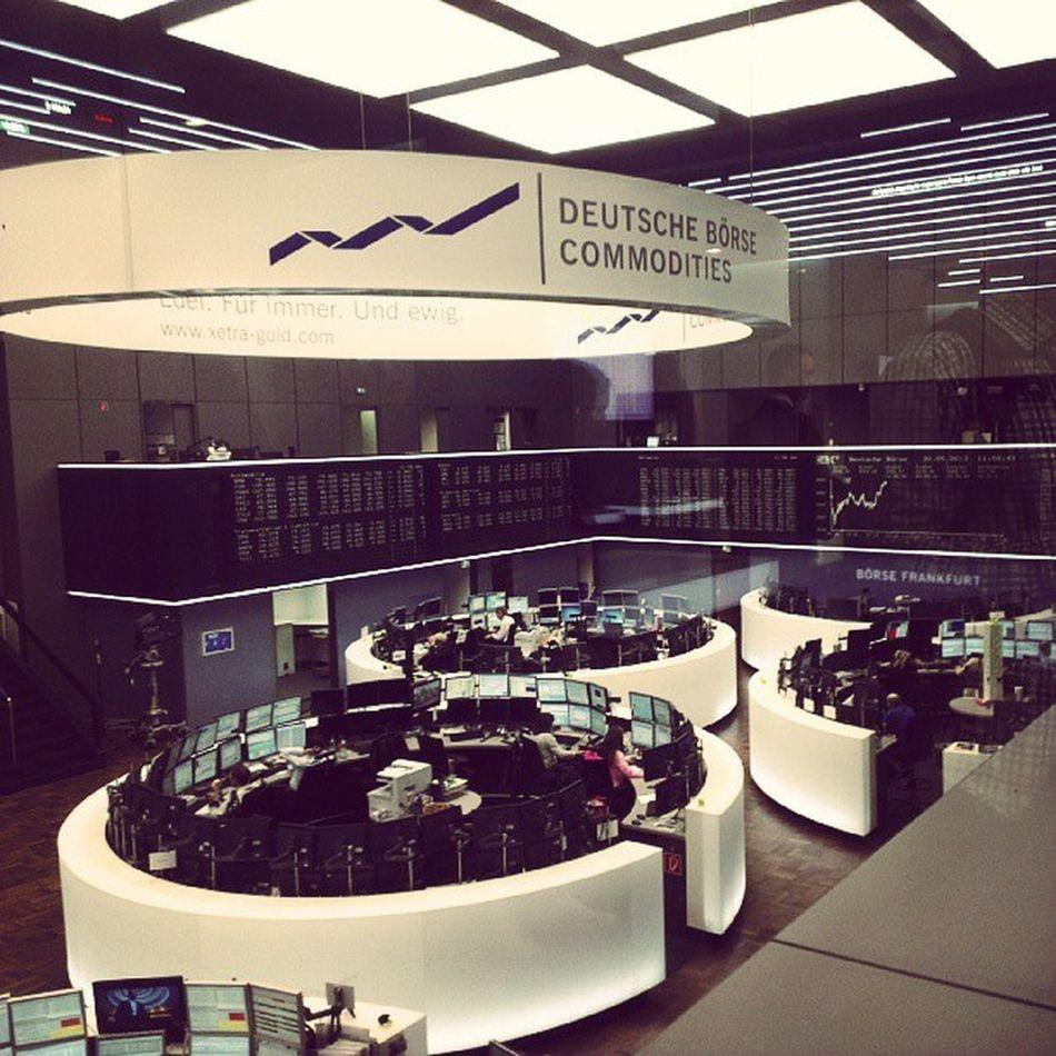 Nochmach das Parkett in einem besseren Blickwinkel. :) Deutschebörse Frankfurterbörse