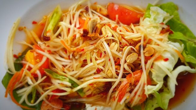 Papaya pok pok Food Food And Drink Papaya Salad Papaya Tomato Thaifoods Food Photography Thaiculture Somtum Thai Somtum