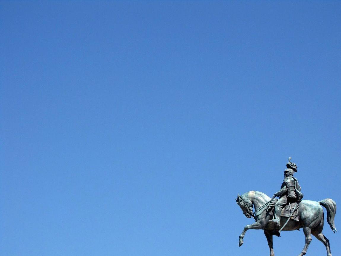 Jönni fog egy lovas.. :) Statue Sculpture Human Representation Horse Blue Clear Sky Low Angle View Horseback Riding Outdoors Sky Roma Rome Italia Italy Blue Sky Kék ég