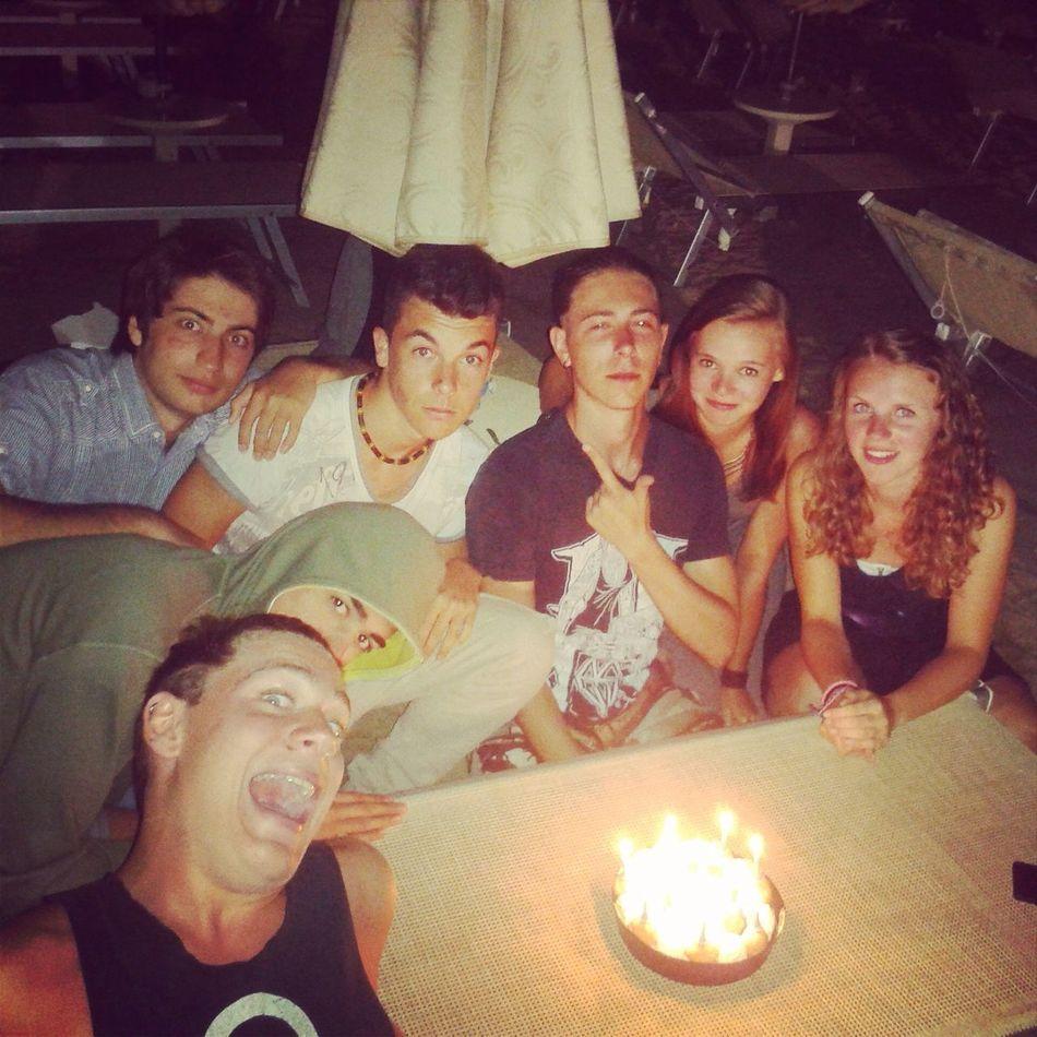 De magnifiques vacances, de bons moments passes ensemble, des amis au top, des soirées merveilleuses, des moments de folie partages..! Vous allez beaucoup me manquer, mais vraiment beaucoup, je n'oublierai rien! Rien du tout, et j'ai envie de dire à l'année prochaine!!❤️☀️?? Friends Holidays Italy 2014