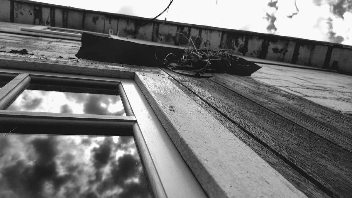 Cloud - Sky Outdoors Low Angle View Sunlight No People Sky Day Reflections Birds Nest Black And White Blackandwhite Blackandwhite Photography Built Structure Architecture First Eyeem Photo