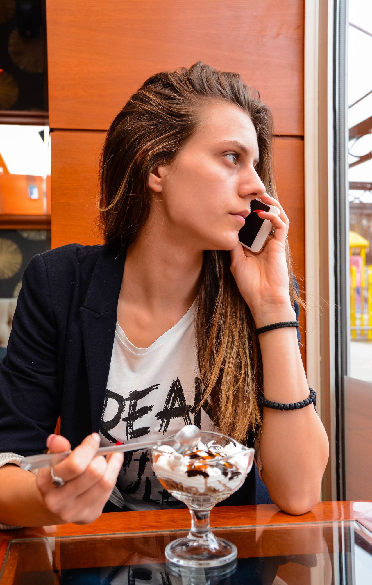 Beautiful stock photos of eiscreme,  18-19 Years,  Adult,  Adults Only,  Cafe