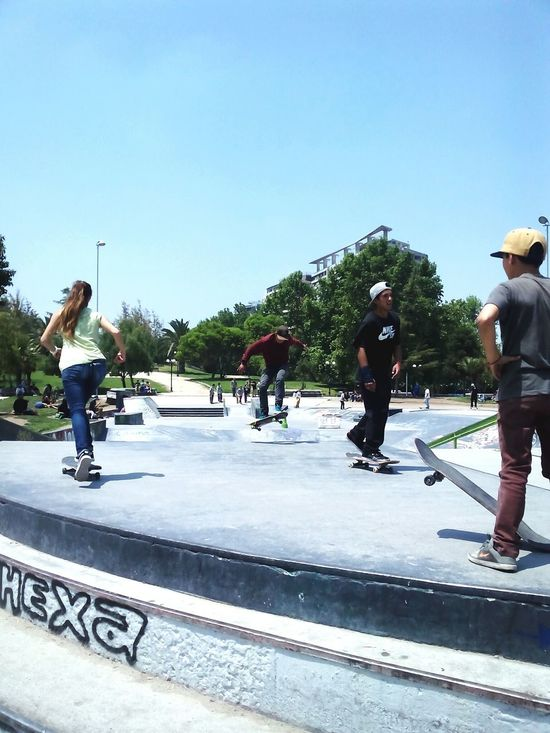 Skate park del Parque De Los Reyes recorriendo Santiagoapie