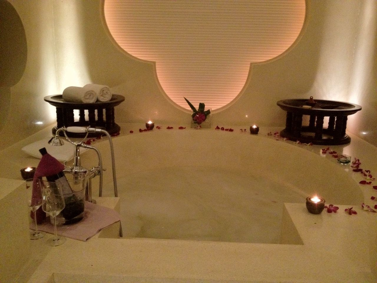 Romantic Jacuzzi Romantic Getaway