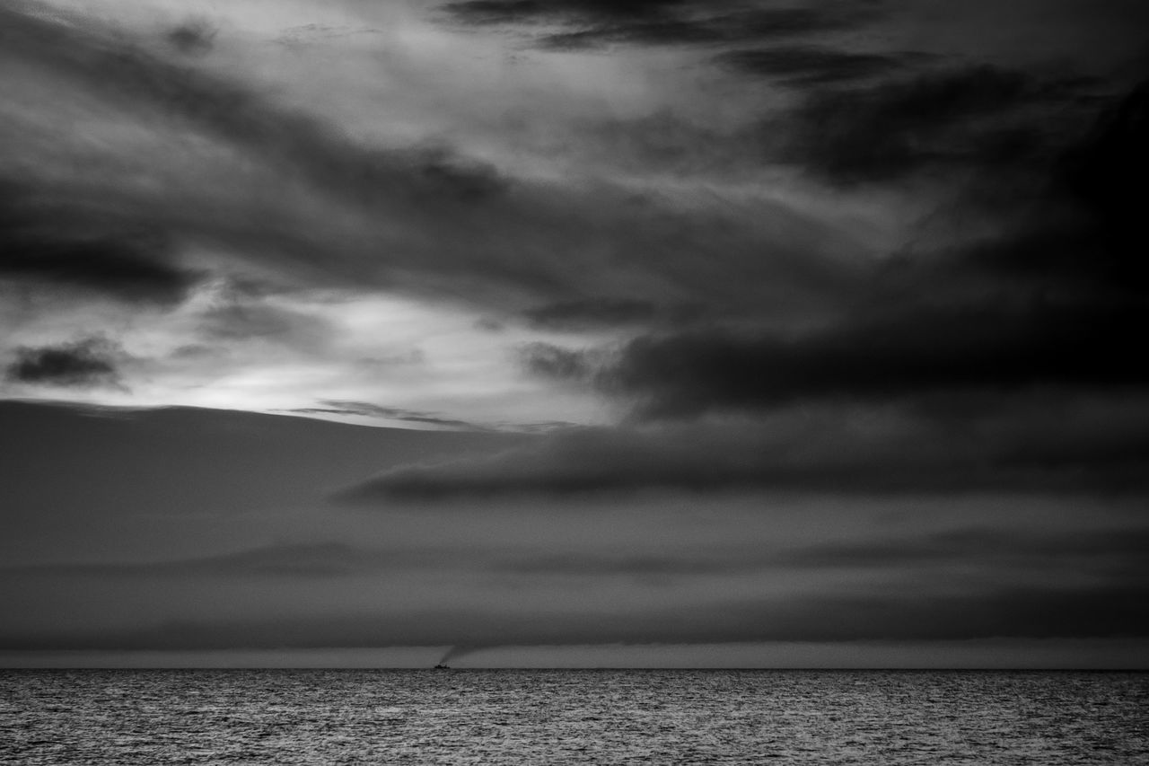 sky, cloud - sky, sea, scenics, tranquil scene, beauty in nature, nature, horizon over water, tranquility, water, outdoors, no people, idyllic, waterfront, storm cloud, day