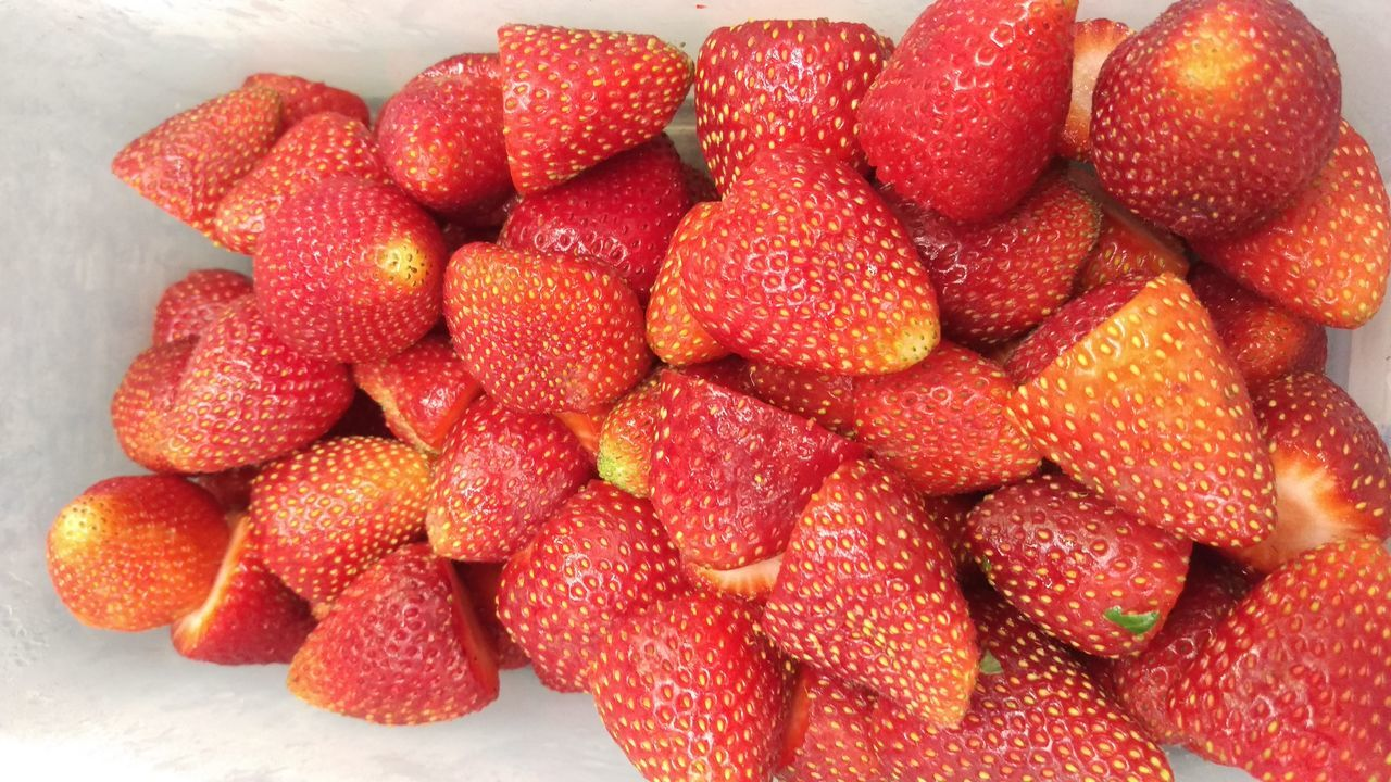 fruit, strawberry, food and drink, food, freshness, red, healthy eating, heap, sweet food, indoors, large group of objects, no people, close-up, ready-to-eat, day