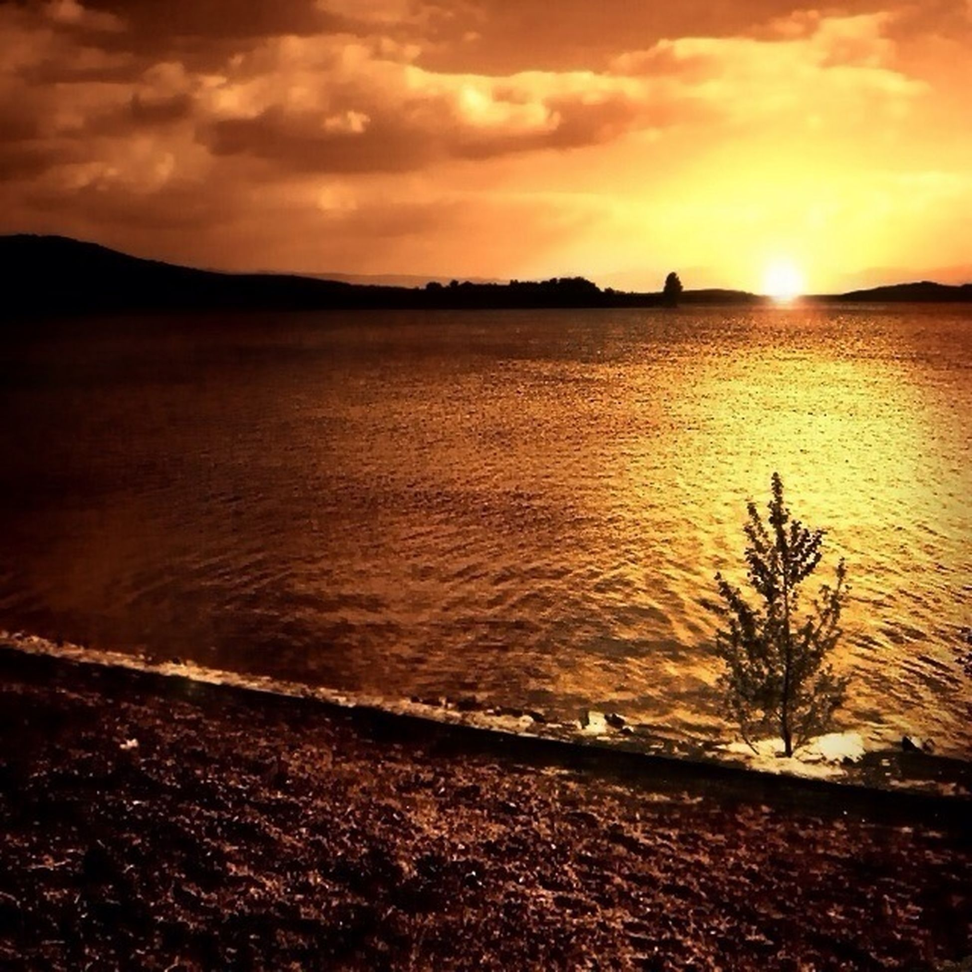sunset, water, sky, tranquil scene, scenics, tranquility, beauty in nature, sun, orange color, cloud - sky, nature, idyllic, lake, reflection, sea, sunlight, cloud, silhouette, river, non-urban scene