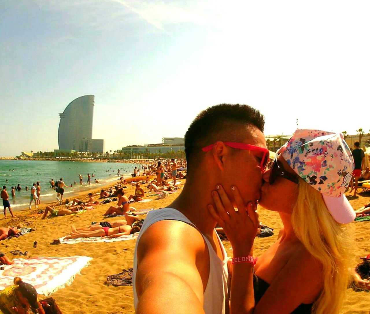 Beachphotography Lovephotography  Forevertogether Kiss Iloveyou Hello World That's Me HelloSea! SPAIN Barcelona Barceloneta Summer Eyeemcollection Eye4photography  Beautifulview Beachlife Calming Views Two Is Better Than One Relaxing Sea Sea And Sky Beachview People And Places