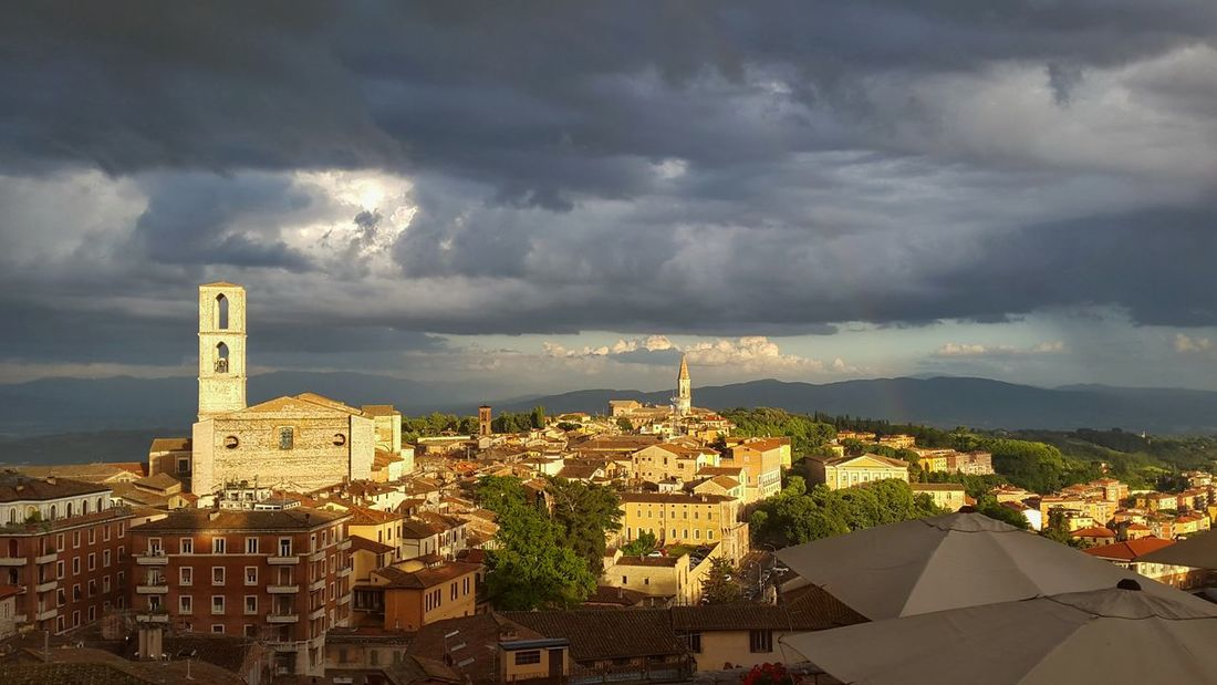 Sunshine Pretty Perugia Italy Clouds And Sky Mobilephotography Old Buildings Beautiful Walking Around Sunset Holiday