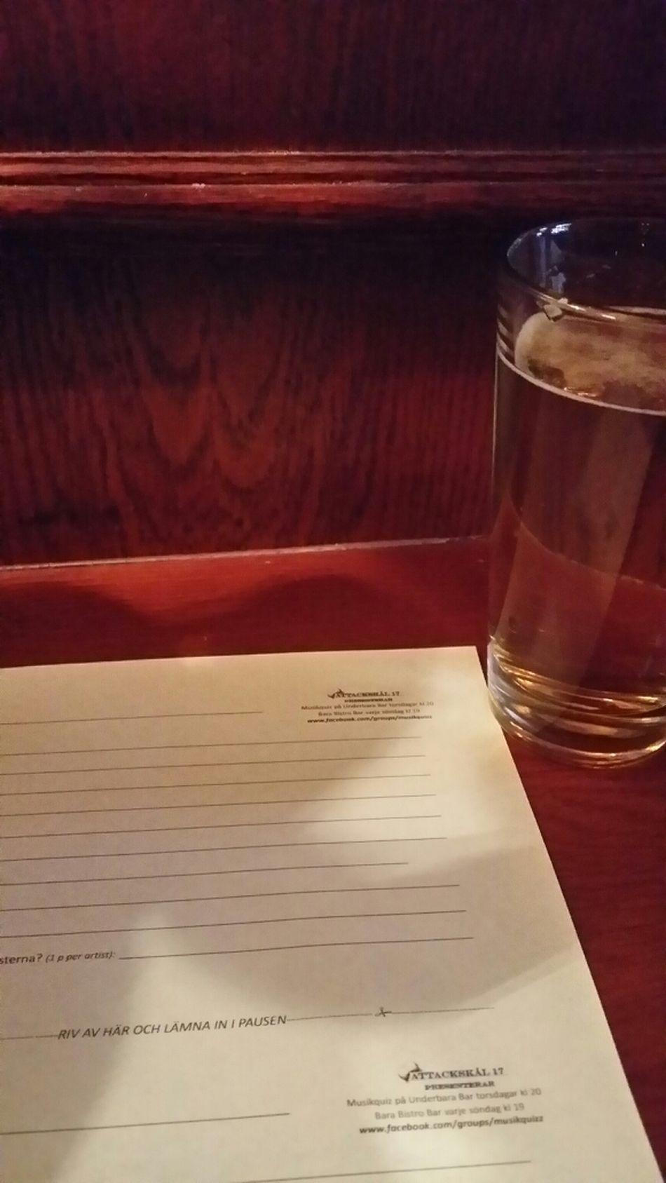 Pub Quiz Drinking Beer Relaxing Sunday