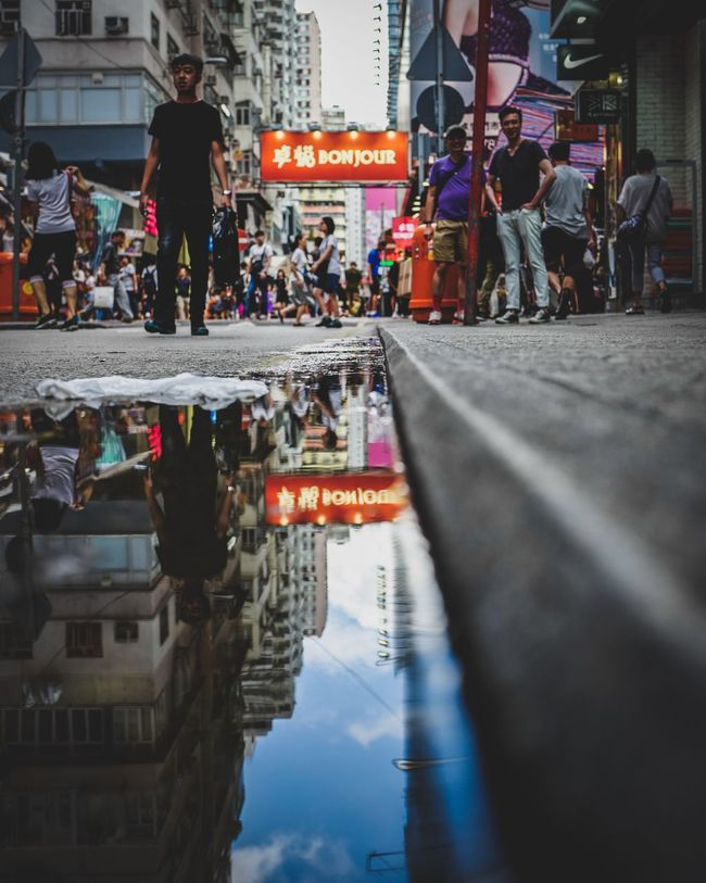 Street Refection Discoverhongkong Leicaq Reflection Mirror Leicacamera Urban Exploration Beautiful Hello World Love Life EyeEm Gallery Taking Photos Capture The Moment From My Point Of View Our Best Pics Found On The Roll Captured Moment EyeEm Best Shots EyeEm Masterclass Street Photography Madeinwetzlar Skyandcloud Underground