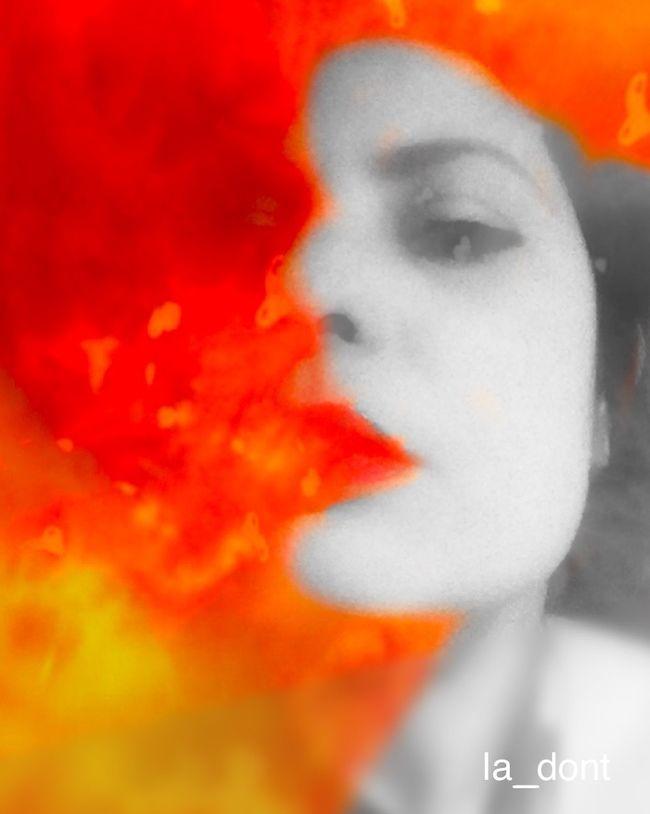 Gib mir Benzin Es fließt durch meine Venen Es schläft in meinen Tränen Es läuft mir aus den Ohren Herz und Nieren sind Motoren Benzin Rammstein MeMyself&I Friday Dark Edit Dark Art OpenEdit Open Edit NEM Self Selfportrait Self Portrait Dark Portrait Darkart Red Fire Colors Color Portrait