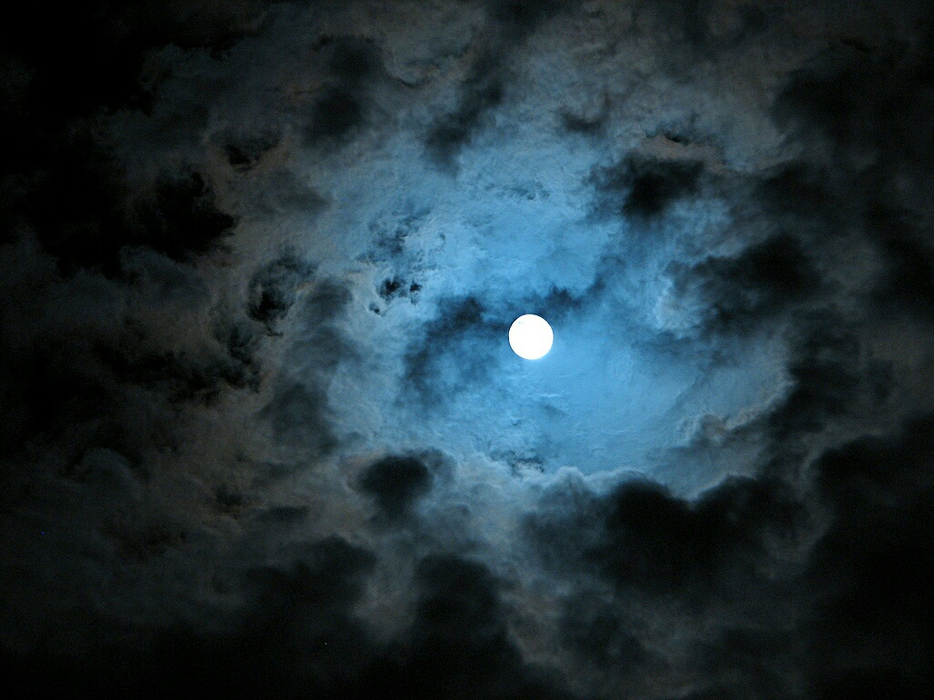 moon, sky, astronomy, full moon, beauty in nature, scenics, low angle view, planetary moon, tranquility, night, tranquil scene, nature, sky only, cloud - sky, idyllic, majestic, space exploration, moon surface, moonlight, cloudy
