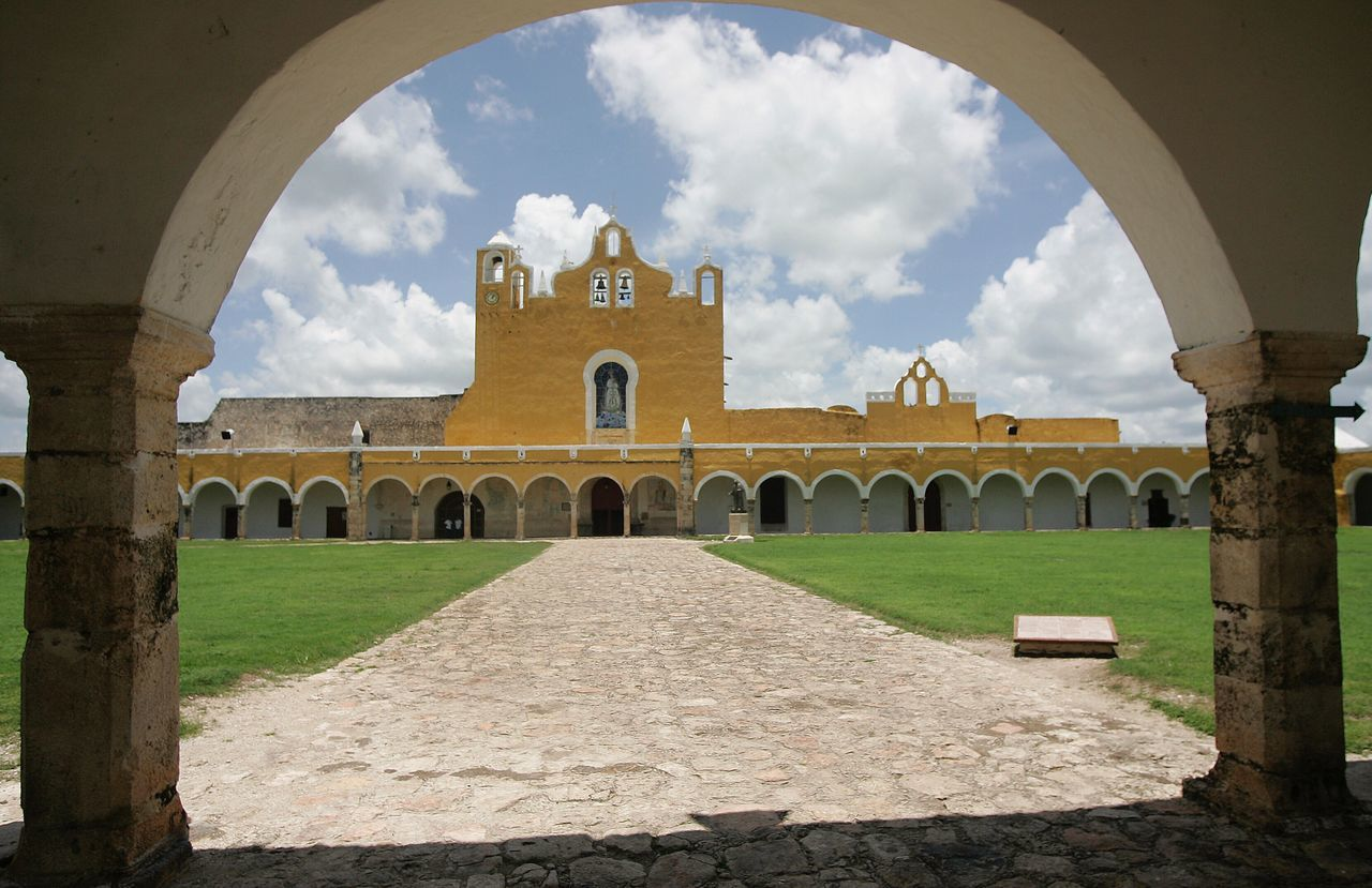 Monastery izamal México Arch Architecture Built Structure Cloud - Sky Religion Sky Place Of Worship Spirituality History Building Exterior Day No People Indoors  Yucatan Mexico Yúcatan Izamal Yucatan Izamal Travel Destinations Monastery Eye4photography  From My Point Of View Weltblick