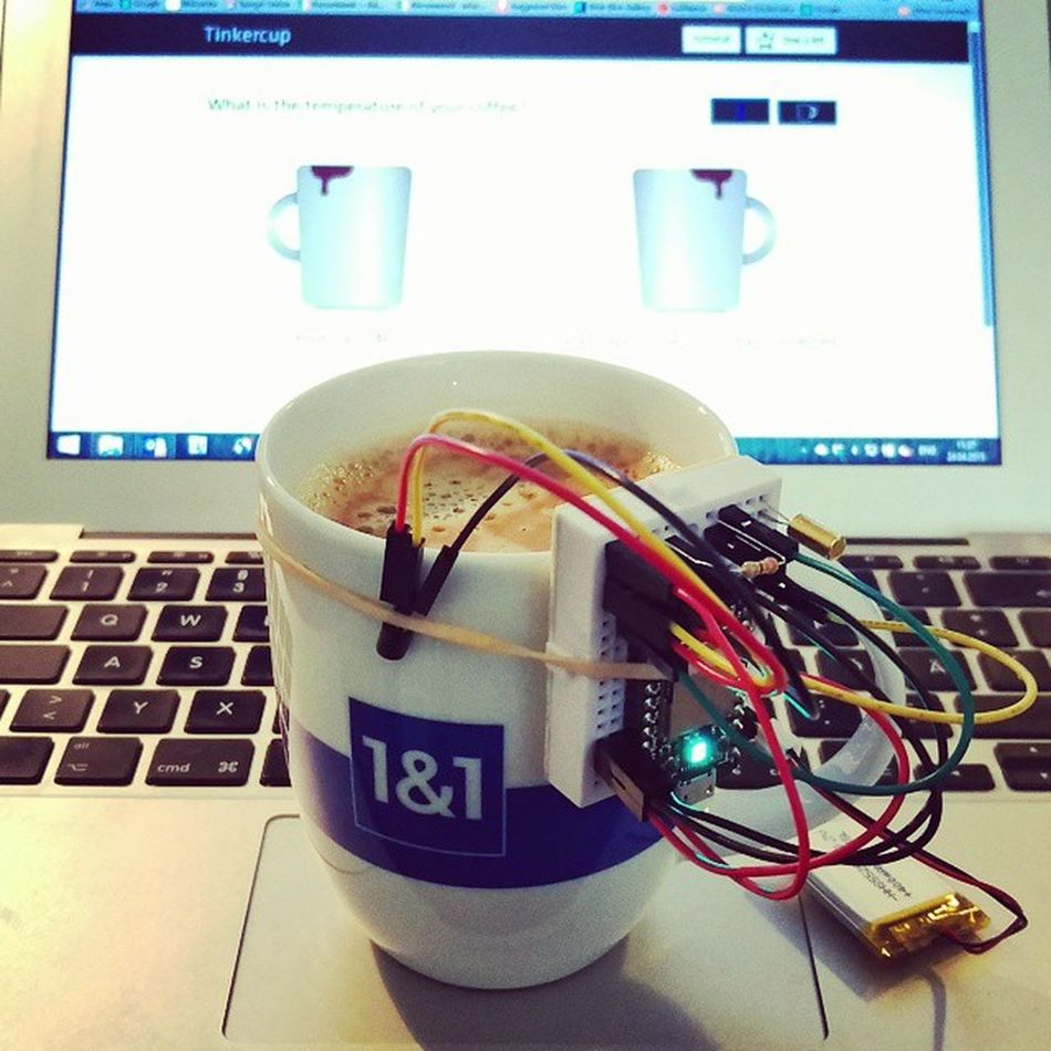Today's Iot connected Tinkercup is proudly presented by @1und1 and caffeine! Coffeetweet ☕ SparkIO Spark SparkCore 1und1 DIY Make
